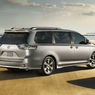 2017 Toyota Sienna Interior Review