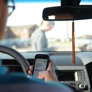 Distracted Driving - Advantage Car Rentals
